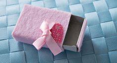 Pieni-Suuri yllätys ihanassa lahjarasiassa Card Case, Cards, Maps, Playing Cards