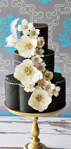 See more about wedding cake designs, black white weddings and white wedding cakes. Black And White Wedding Cake, Black Wedding Cakes, Beautiful Wedding Cakes, Gorgeous Cakes, Pretty Cakes, Amazing Cakes, Black White, White Gold, Dessert Oreo