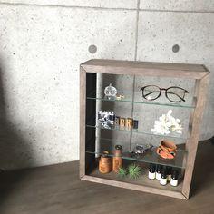 100均材料でガラス棚をDIY!|LIMIA (リミア)