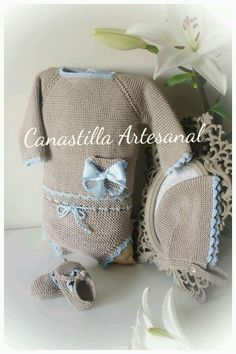 Canastilla Artesanal Crochet Baby Hats, Baby Knitting, Knit Crochet, Baby Suit, Knitwear Fashion, Baby Makes, Baby Boutique, Baby Patterns, Baby Accessories