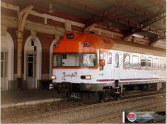 """Automotor 432 """"Obispo"""" librea Regionales RENFE. Estación de Medina del Campo. http://ju5modelismo.blogspot.com.es/"""