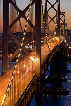 imagen del puente de noche en san francisco