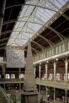 Halles Saint-Géry marché couvert - Sint Gorikshallen markthal     Point central d'info Journées du Patrimoine - centraal infopunt Open Monumentendagen  (photo/fotoA. de Ville de Goyet  2012© MRBC-MBHG)