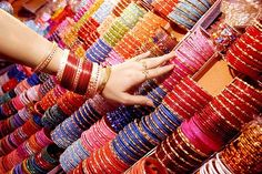 Why do Indian women wear Bangles? Bangles known as Kankan, married as well as spinsters. Since ancient times, there is a tradition of making bangles, Bridal Bangles, Bridal Jewelry, Gold Statement Earrings, Bangle Set, Bangle Bracelets, Indian Jewelry, Indian Bangles, Fashion Jewelry, Women Wear