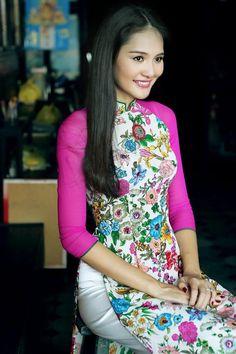 Mẹ con HH Hương Giang mê mặc áo dài Tết - 1