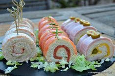 Canapés rolls with mold bread ~. Appetizers For Party, Appetizer Recipes, My Recipes, Cooking Recipes, Salty Foods, Mini Foods, Catering, Food Porn, Food And Drink