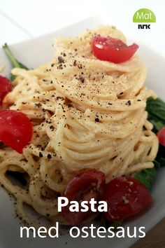 Kryp opp i sofaen med en skål pasta i fyldig ostesaus med smaksrik chorizopølse. Du skal ha stålvilje for å ikke la deg friste av oppskriften fra Rolf Øygarden. Chorizo, Spaghetti, Food And Drink, Pasta, Ethnic Recipes, Spinach, Noodle, Pasta Recipes, Pasta Dishes