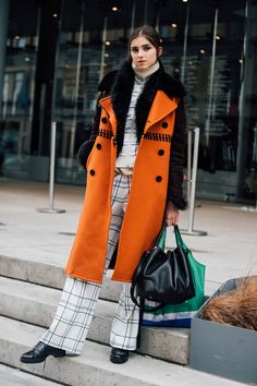 New York Fashion Week Fall 2019 Street Style Estilo Fashion, Look Fashion, Retro Fashion, Ideias Fashion, Fashion Outfits, Fashion Trends, Fashion Inspiration, Orange Outfits, Colourful Outfits