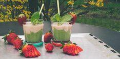 Smoothie mit Erdbeeren, Rhabarber und Feldsalat – So schmeckt Frühling