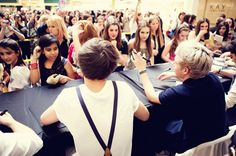 5:50PM: One Direction signs autographs at the Palisades Mall. - this is the signing that i went to :)