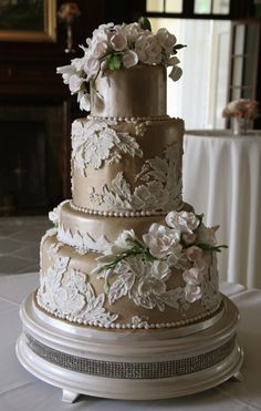 Amazing champagne and white lace decor cake! Why did I not see this before I got married???????