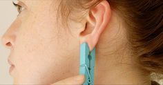 Ear reflexology with a clothes pin! Cold And Cough Remedies, Headache Remedies, Sleep Remedies, Hair Remedies, Skin Care Remedies, Acne Remedies, Holistic Remedies, Natural Home Remedies, Ear Reflexology