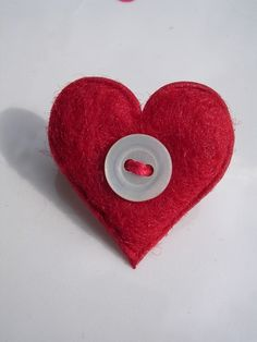 Red Felt Button Valentines Heart Brooch £2.00