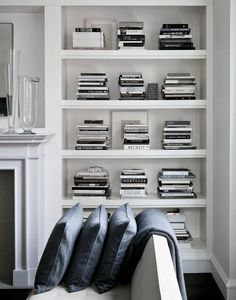 I tried to do something similar with a whole bookshelf only containing white books. white books are really hard to find! Design Perfectionist White, black and grey - Todd Waterbury's home Home Interior, Interior Styling, Interior And Exterior, Interior Decorating, Kitchen Interior, Decoration Inspiration, Interior Inspiration, Interior Ideas, Room Inspiration