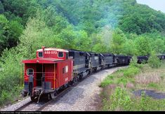 High quality photograph of Southern Railway EMD # SOU 3199 at Blackwood, Virginia, USA. Southern Trains, Old Steam Train, Railroad History, Southern Railways, Norfolk Southern, Train Pictures, Old Images, Ho Scale, North Carolina