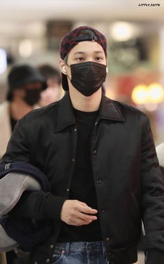 Kai [HQ] 191118 New York Airport, Arrival from Washington Chanyeol, Exo Kai, Kyungsoo, Chen, Kaisoo, Exo Lockscreen, Kim Jongin, Exo Members, Airport Style
