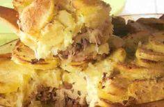 Zuurkool met aardappel, gehakt, appel en geserveerd met een lekker sausje. Heerlijke voor een winterse of herfstige dag. Hoe maak je deze zuurkoolschotel?