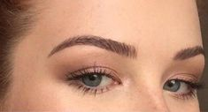 Bikinipiglet's one-product brow routine using the Make Up For Ever Aqua Brow and a MAC 266 angled brush is going viral for its natural, hair-like prec Round Eyebrows, Arched Eyebrows, Natural Eyebrows, Natural Hair, Eye Brows, Thicker Eyebrows, Natural Makeup, Plucking Eyebrows, Tweezing Eyebrows