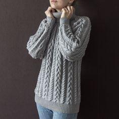 Ирина заказала такой чудесный фактурный шерстяной свитер. Он связан из итальянского мериноса - нежный и теплый. Объемный узор классический, но очень модный! И конечно к каждому заказику милая тематическая открыточка. #frautag_knittingfamily #knitting #sweater #cozy #merino #wool #love #свитер #косы #вязание #вязаниеназаказ #вязание_на_заказ #тренд #любовь #вяжутнетолькобабушки #модныйпоказ #модноевязание #реглан #меринос