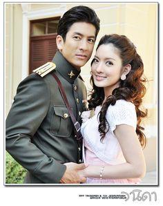 Wanida - I love this lakorn. Tik Jesadaporn Pholdee and Aff Taksaorn Paksukcharoen Korean Drama Tv, Taiwan Drama, Best Thai, Foreign Movies, Thai Drama, Traditional Dresses, Movie Stars, Poses, Actresses