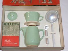 Melitta Kaffee-Schnellfilter für die kleine Hausfrau Coffee Time, Decoration, Vintage Kitchen, Vintage Toys, Filter, Mint, Canning, Tableware, Ebay