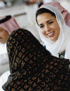 La princesa Haya de Jordania, en una de sus últimas imágenes de soltera, que fue captada en el emirato de Qatar cuando presenciaba un partido del primer equipo de fútbol de mujeres árabes, del que es presidenta.