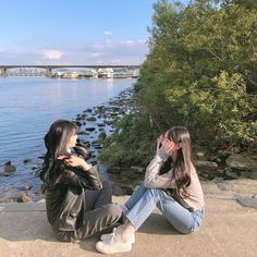 Foto Best Friend, Best Friend Poses, Best Friend Pictures, Friend Photos, Girl Group Pictures, Girl Photos, Korean Aesthetic, Aesthetic Girl, Korean Best Friends