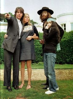 Paul McCartney, Linda McCartney, John Lennon and Yoko Ono - were they ever this young? Only Paul and Yoko are left. Yoko just turned The Beatles, Foto Beatles, Beatles Photos, Beatles Bible, Ringo Starr, George Harrison, Paul Mccartney, Groupe Pop Rock, Rock And Roll