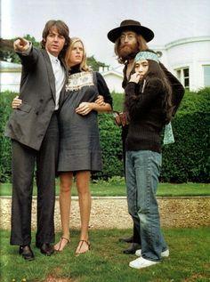 Paul McCartney, Linda Eastman, John Lennon & Yoko Ono (Ohohoh@ Linda's sandals!)