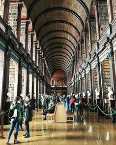 Impresionante la vieja librería de Trinity College! #ireland #Irlanda #axm #axmirlanda #dublin by alanxelmundo