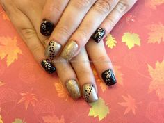 Acrylic nails with black and gold gel polish xx Taken at:20/11/2013 10:54:04 Uploaded at:26/11/2013 22:19:15 Technician:Nicola Senior