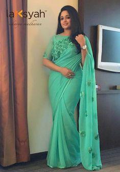 How to drape saree for a perfect slim look: Let's Get Dressed Saree Blouse Patterns, Saree Blouse Designs, Saris, Indian Dresses, Indian Outfits, Indische Sarees, Drape Sarees, Georgette Sarees, Nauvari Saree
