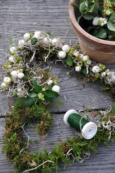 Wreaths & Garlands - moss, snowberry and Spanish moss
