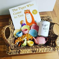 Tiger who came to tea story basket 🐅 Eyfs Activities, Learning Activities, Preschool Activities, Kids Learning, Preschool Literacy, Preschool Books, Early Literacy, Book Area, Story Sack