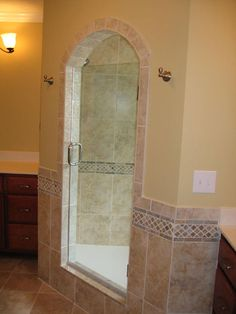 Walk in shower Dal Tile CV 11 laid in brick pattern with 2x2