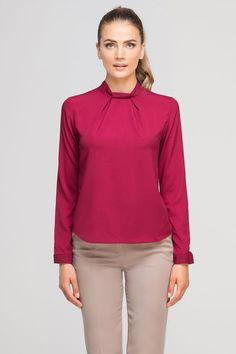 Ne cherchez plus la blouse chic qui donnera un coup de neuf à votre garde-robe. Confortable et original, celle-ci s'associera à vos tenues de tous les jours.