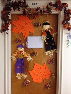 Thanksgiving door decoration for dorm! Make your dorm room festive!