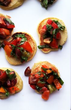 mini cornmeal cakes with heirloom tomato relish//snack recipes