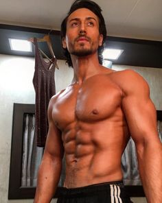 fitness no pain no gain homme musculation muscles thé modèles Biceps, Tiger Shroff Body, Allu Arjun Hairstyle, Tiger Love, Bodybuilding Diet, Bodybuilding Motivation, Gym, Bollywood Actors, Workout