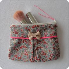 Pochette Liberty® Emilia Plus Baby Couture, Couture Sewing, Liberty Art Fabrics, Diy Sac, Diy Bags Purses, Creation Couture, Little Bag, Sewing Tutorials, Clutch Bag