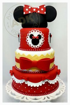 Minnie mouse cake- so cute