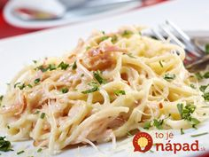 Try our easy and quick recipe for a classic carbonara pasta sauce flavoured with smoked streaky bacon and garlic. Chicken And Bacon Carbonara, Spaghetti Carbonara Recipe, Pasta Carbonara, Carbonara Recept, Dinners To Make, Inexpensive Meals, Grilled Seafood, Italian Dishes, Kid Friendly Meals