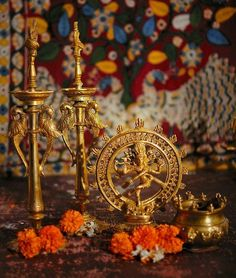 Brass Natraja but love the lamps Ethnic Home Decor, Indian Home Decor, Diwali Decorations, Festival Decorations, Diwali Inspiration, India House, Tv Stand Designs, Shiva Lord Wallpapers, Indian Classical Dance