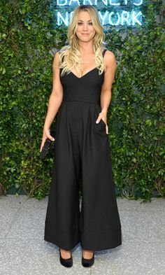 Kaley Cuoco in a black wide-leg jumpsuit Image source Kaley Cuoco, Celebrity Outfits, Celebrity Look, Celebrity Beauty, Beautiful Celebrities, Beautiful Actresses, Blonde Actresses, Classy Women, Beauty Women
