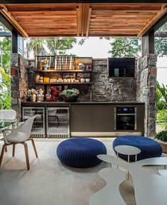 Great Idea Of DIY Outdoor Kitchen Plans - Decomagz The Effective Pictures We Offer You About covered Outdoor kitchen bars A quality picture can tell you many things. You can find the most beautiful pi Simple Outdoor Kitchen, Rustic Outdoor Kitchens, Outdoor Kitchen Plans, Outdoor Kitchen Design, Kitchen On A Budget, Diy On A Budget, Outdoor Cooking, Budget Patio, Design Kitchen