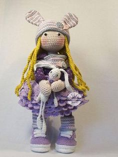 Please note: This listing is for a CROCHET PATTERN to make the pictured doll and NOT FOR A FINISHED ITEM This pattern is available in ENGLISH, FRENCH, DUTCH, SPANISH and GERMAN language. This listing is for an extensive PDF file which contains full instructions for crocheting and