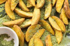 Golden potato wedges with rosemary and thyme herb salt Herb Salt Recipe, No Salt Recipes, Vegan Gluten Free, Vegan Vegetarian, Thyme Herb, Potato Wedges, Turmeric, Sweet Potato, Side Dishes