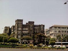 Ouais le titre fait beaucoup pensé à celui de Jaipur, je ne suis pas très inspirée et pour la rédaction de cet article sur Bombay, je vais devoir m'armer de beaucoup de nuances. J'avais toujours voulu voir Bombay, drôle d'idée! On a vite compris que nous étions peut-être dans la capitale économique de l'Inde, la […]