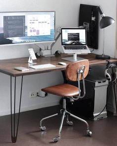 8 Cheap Things to Maximize a Small Bedroom . Home Office Setup, Home Office Space, Office Workspace, Office Decor, Minimal Desk, Computer Desk Setup, Desk Inspiration, Pc Setup, Living Room Carpet
