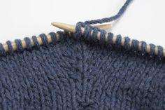 Ce tutoriel tricot vous explique comment réaliser des double augmentations soit invisibles, soit avec différents effets décoratifs.